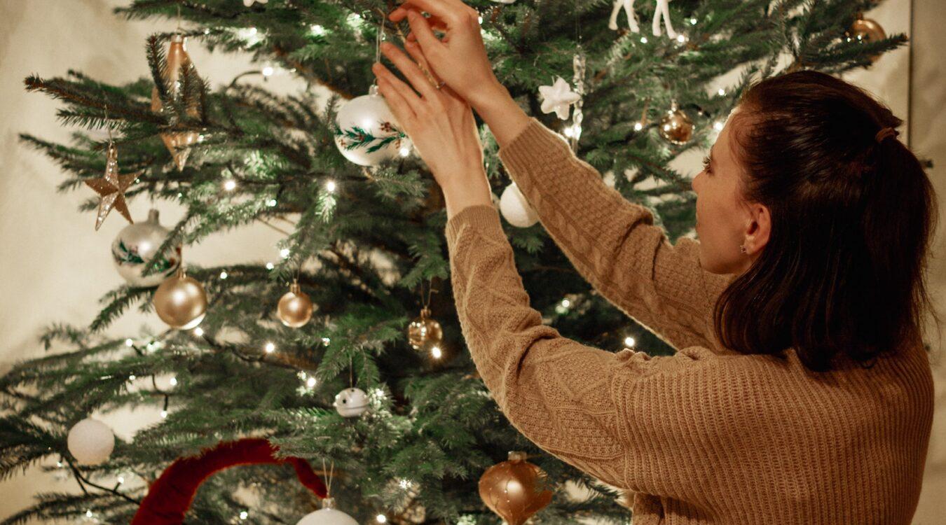 Single Bells: Navigating the Holiday Season Unpartnered